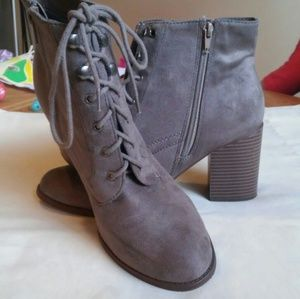 Boots by Soda size 9